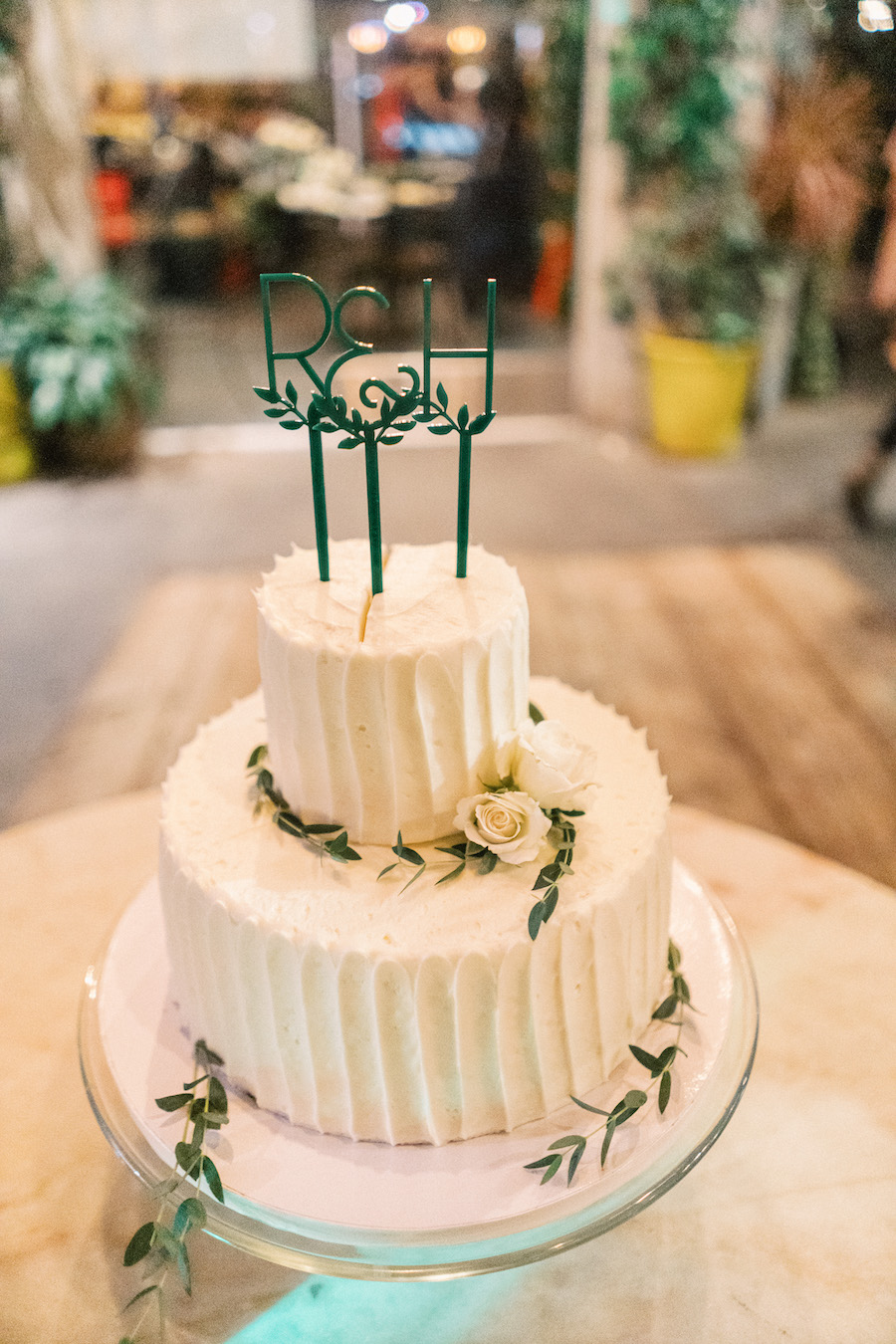 minimalist floral wedding cake in los angeles